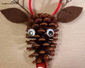 Articles similaires à Pine Cone Rudolph le renne au nez rouge sur Etsy