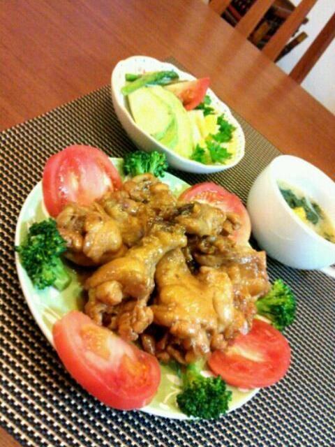 皆さんが作ってた人気のレシピ、とっても美味しかったです(o^-^o) 娘がパクパク食べるから、一つしか残ってなかった( 〃▽〃) - 112件のもぐもぐ - tibitaityouさんの鶏手羽元のパイナップルジュース煮、アボカドサラダ、ほうれん草のスープ♪ by kaminata