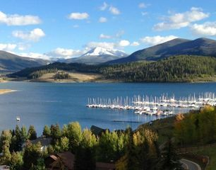 Lake front condo on Lake Dillon with majestic views of the Rocky Mountains