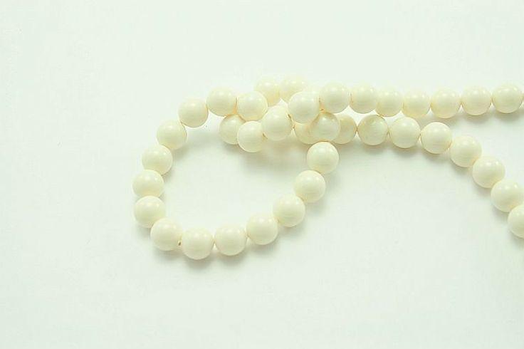 Oryginalne perły austriackiej firmy Swarovski, bez perłowego połysku, wykonane z wysokiej jakości komponentów innowacyjną technologią, dzięki czemu  są odporne na ścieranie, kontakt np. z perfumami na skórze czy promienie UV. Średnica 10mm, średnica otworu ok. 0,7mm #perły #pearls #10mm #swarovski #jewelry