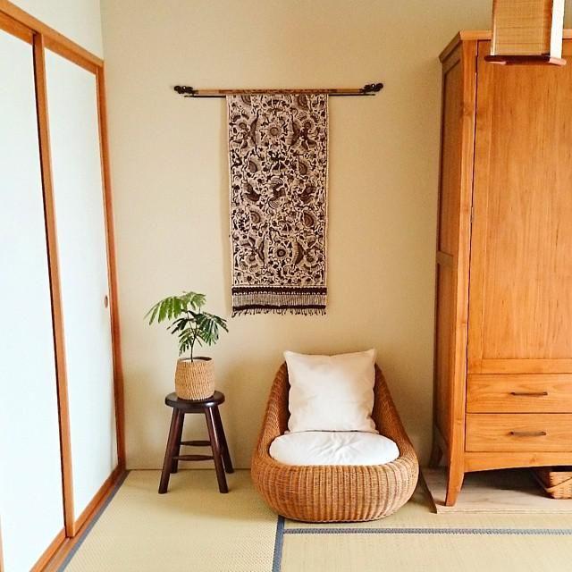 「畳×ソファ」のコーディネートが人気!和室がモダンなオシャレ部屋に♪ | CRASIA(クラシア)