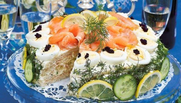 Inspirerende gerechten | Smorgastarta (Zweedse Brood Stapel Taart) Vergelijkbaar met onze koude schotel maar dan op basis van brood ipv aardappelen. Door erika1963