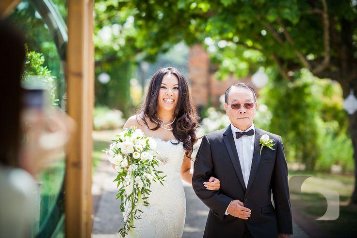 Gaynes Park Wedding Photography: Caroline and Greg