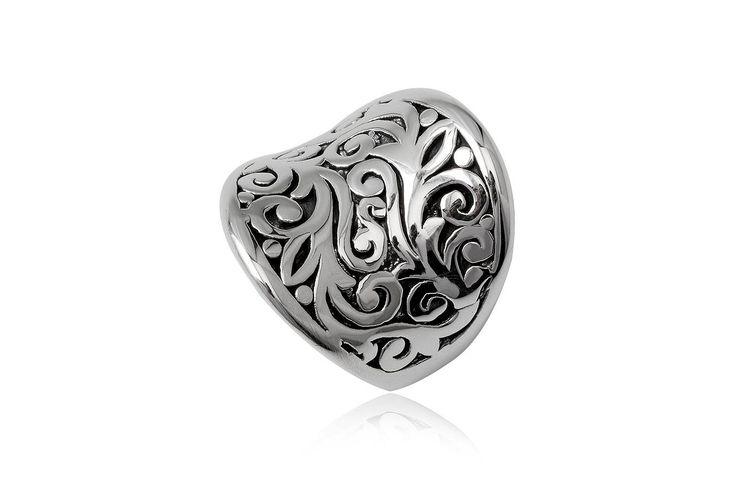 Inel din argint 92.5% cu frunzulite delicate. http://www.lafemmecoquette.ro/inel-masiv-din-argint-cu-frunzulite/