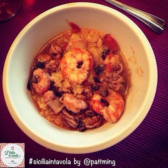 Andiamo in #Sicilia per scoprire la ricetta del Cous Cous di pesce tipico del trapanese #italiaintavola #siciliaintavola #sicily #italy #italianfood #coucous