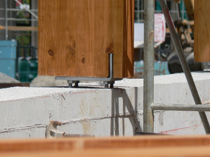 detalle anclaje pilar madera laminada