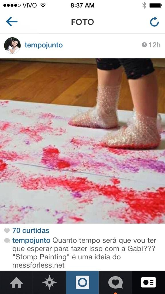 Semana passada eu vi um post do messforless.net com uma ideia super bacana: envolver o pé da criança com plástico bolha, passar tinta na sola e fazer ela sair pintando por aí. Delícia! Como vai levar um tempo para eu poder igual com a Gabi, acabei postando a uma foto da ideia no instagram para inspirar, desde já, as mães de crianças nessa faixa etária. Veja só se a ideia não merece o compartilhamento: E não é que a ideia foi tão bem recebida que até apareceu uma leitora para contar que faz…