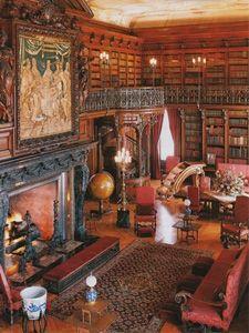 Hello, dark Victorian mansion of my dreams!