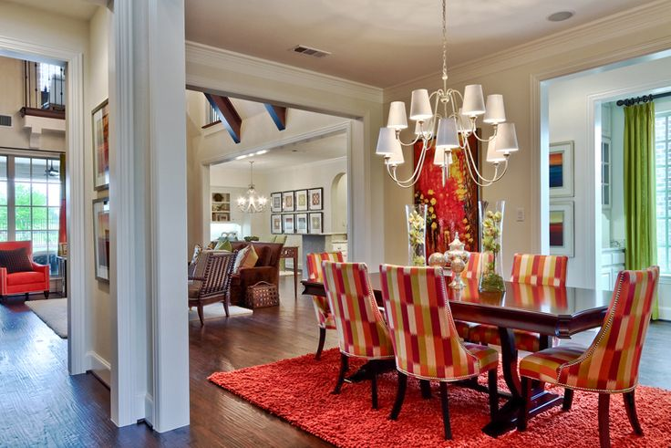 Colorful dining room. (ibbdesign.com)