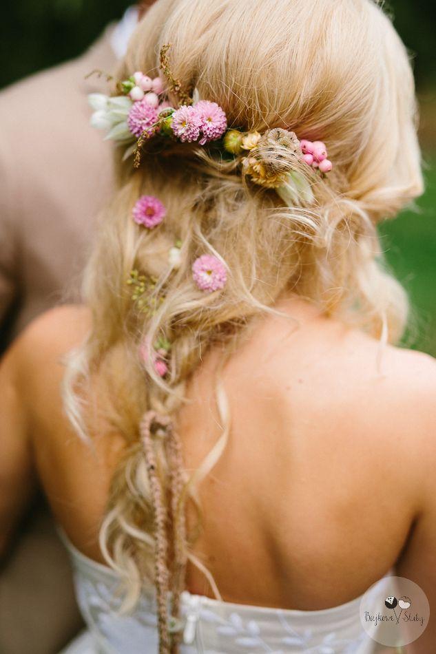 INNA Studio_kwiaty we włosach / fot. Bajkowe Śluby