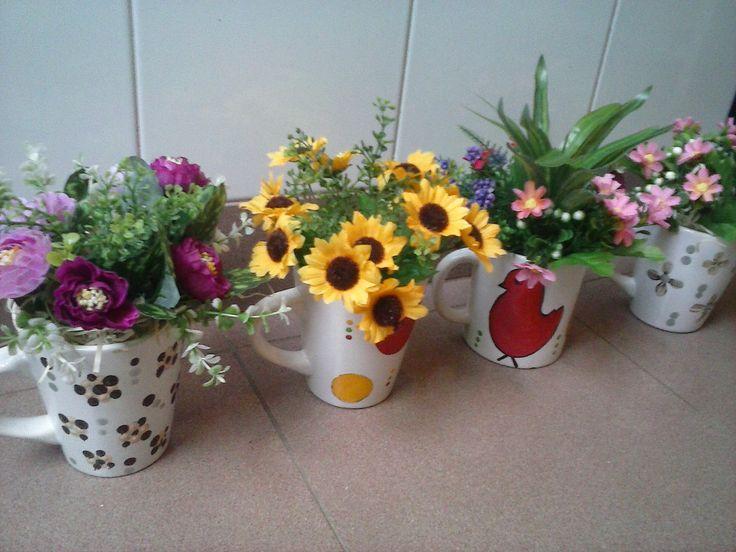 Plantitas en Tazas Pintadas a Mano. www.facebook/jo diseños