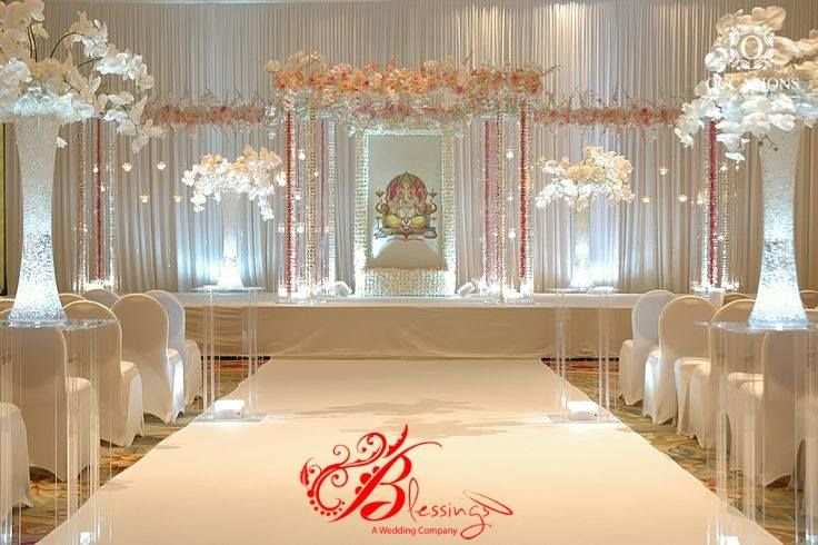 A snow-white wedding! Work by Blessings, Chennai #weddingnet #wedding #india #indian #indianwedding #weddingdecor #decor #decorations #decorators #indoorwedding #indoor #indordecorator #indianweddingoutfits #outfits #backdrops #llittlethings #flowers