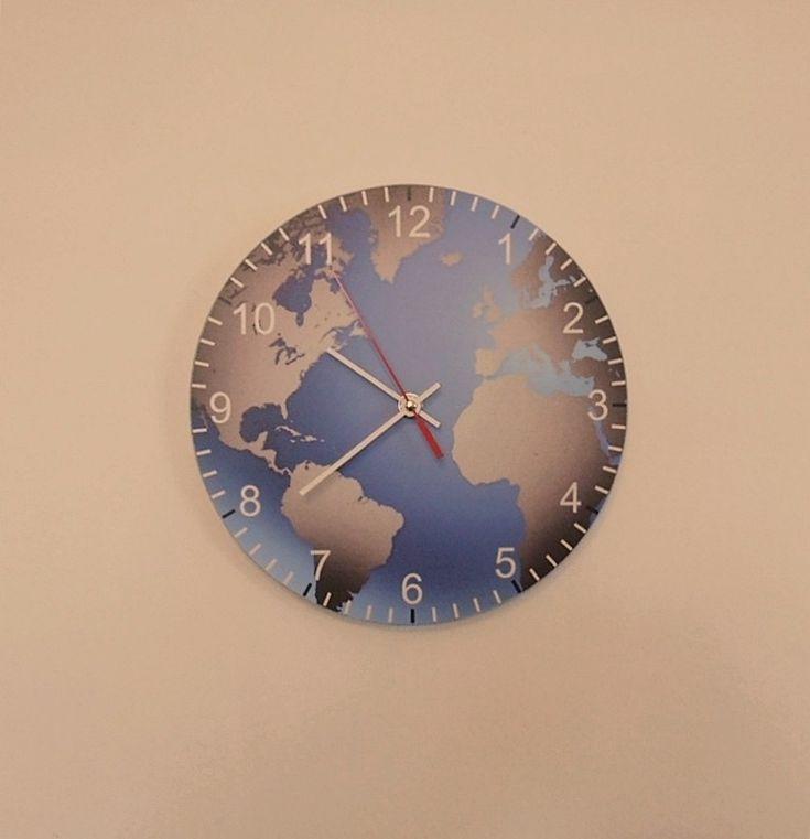 Földgömb falióra csendes óraszerkezettel. Eart  wall clock with silent clockwork.
