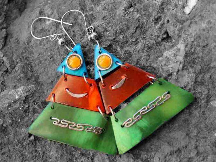Earrings made of horn.