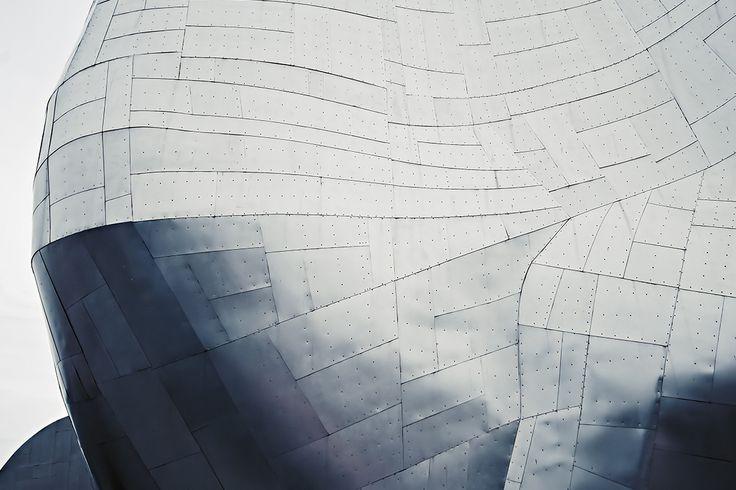IL CAD PER ECCELLENZA   MODELLAZIONE SOLIDA PURA. AutoCAD è il software che in assoluto consente di progettare, visualizzare e documentare le proprie idee in modo chiaro ed efficiente. L'obiettivo che Autodesk si pone con AutoCAD è quello di aumentare la produttività. Le nuove funzionalità, consentono di reperire i comandi con facilità e contribuiscono ad