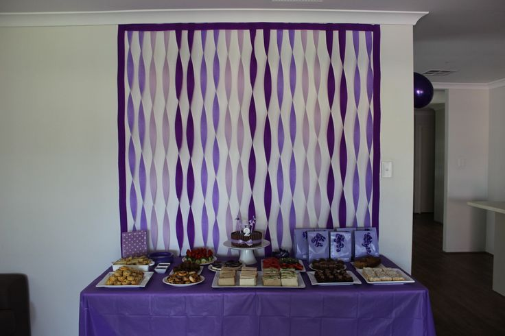 Kids parties purple party streamer backdrop streamers for Balloon and streamer decoration ideas