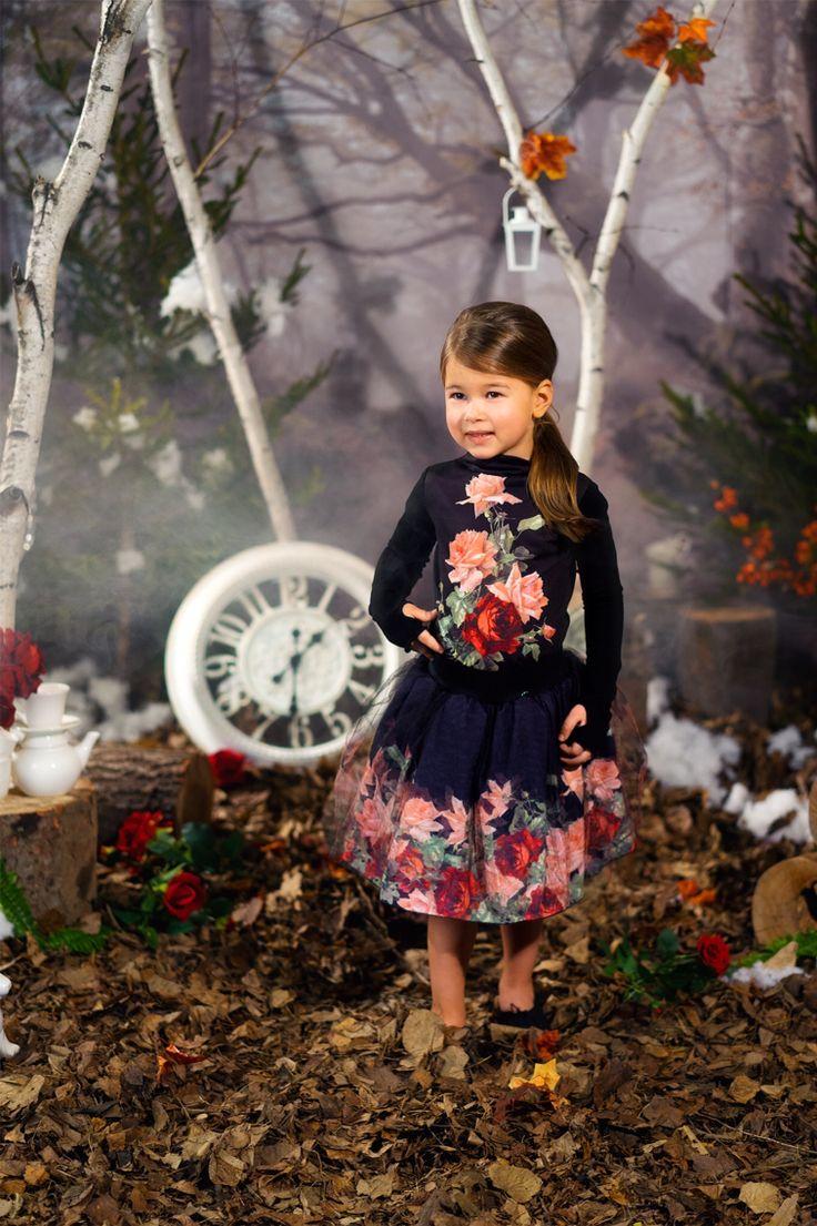 Mooie longsleeve van het merk love Made love - www.robyn-kids.nl - leuk te combineren met de gebloemde broek