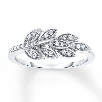 Is fall your favorite season? Show it with this adorable diamond leaf ring!