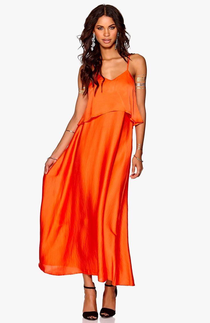 Długa sukienka w modnym kolorze marki Make Way idealna na lato, 249 zł na http://www.halens.pl/moda-damska-6385/sukienka-516998?variantId=516998-0014&imageId=142382931290429516