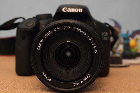 Canon EOS 550D elölről