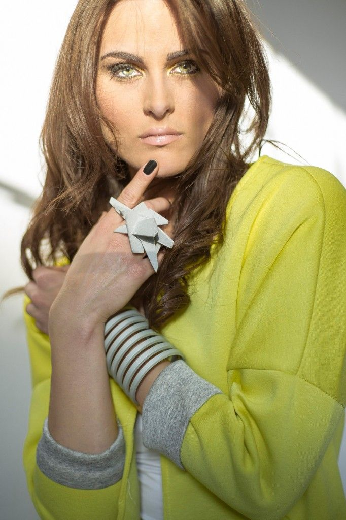 Eclisse cuff, crossing plans ring aluminium jewelry Auralma Design www.auralma.com