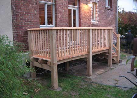 Aussentreppe mit Podest und Zugang zur Wohnküche aus Eichen- und Lärchenholz