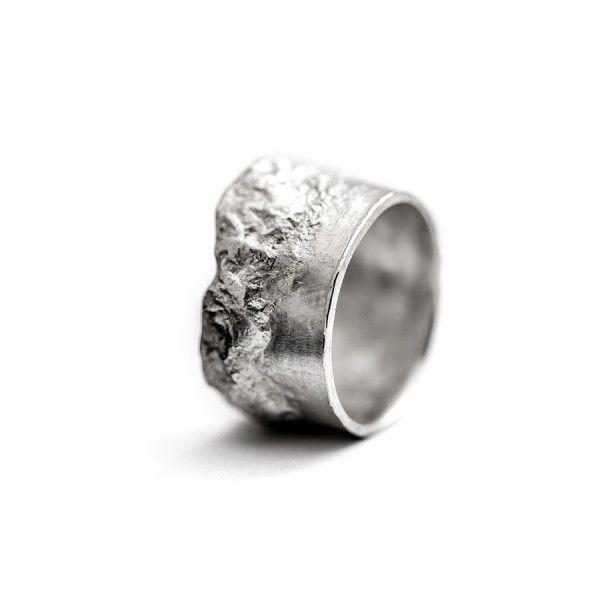 Vurige zilveren reliëfring 12 mm breed licht uitgevoerd, from the jewellery label JUWEELTJES