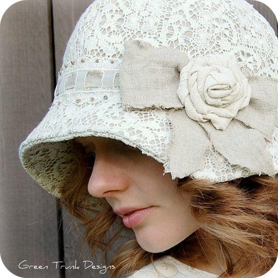 Hermoso sombrero de encaje con pasacintas. Muy apropiado para el verano