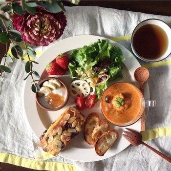 スープとデザートも付いたボリューム満点のワンプレート。