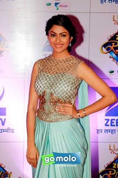 Mrunal Thakur at Zee Rishtey Awards 2015 in Mumbai