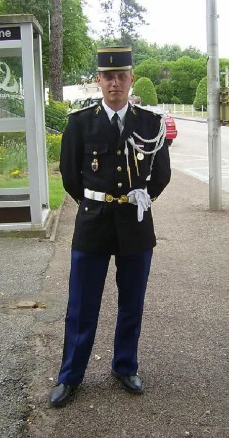 Sous officier de gendarmerie nationale en grande tenue - Grille salaire sous officier gendarmerie ...
