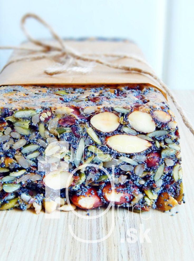 Špeciálny orechovo-semienkový chlieb bez múky