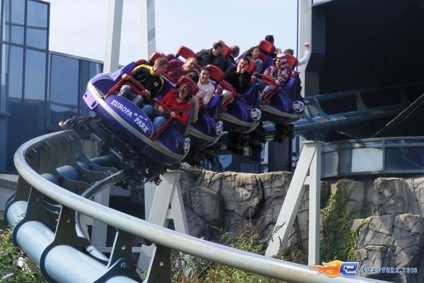 2/13 | Photo du Roller Coaster Euro Mir situé à @Europa-Park (Rust) (Allemagne). Plus d'information sur notre site http://www.e-coasters.com !! Tous les meilleurs Parcs d'Attractions sur un seul site web !! Découvrez également notre vidéo embarquée à cette adresse : http://youtu.be/wEM_IozURDg