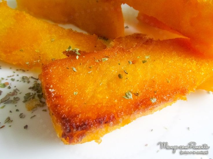 Polenta Frita, ótima para petiscar com uma bebida bem gelada. Clique na imagem para ver a receita no blog Manga com Pimenta.