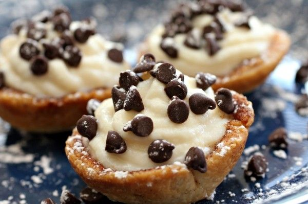 Mini Cannoli Cream Cups Recipe: Cannoli Cream, Chocolates Chips, Minis Cannoli, Pies Crusts, Minis Dog Qu, Cannoli Cups, Cannoli Cupcake, Cream Cupcake, Cream Cups