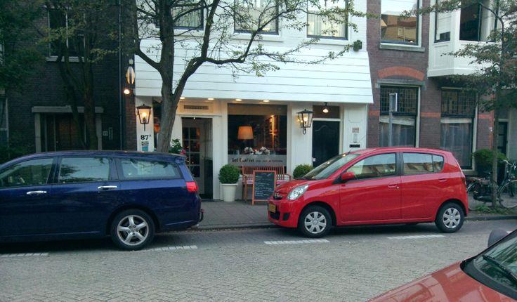 Beeld 12, een restaurant wat wilt opvallen door de gevel in een andere kleur te schilderen