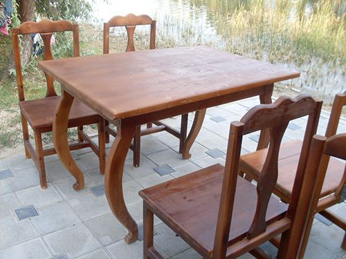 Стол и стулья для гостиной
