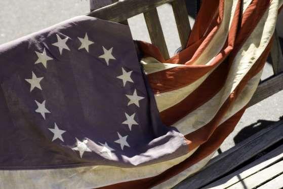 Cualquier persona educada en EE.UU. sabe que las 13 franjas en la bandera americana representan las ... - Lynne Furrer/shutterstock