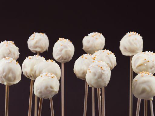 38 best cake pops sucr s images on pinterest cake pop cakepops and chocolates - Recette pop cake ...