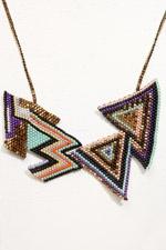 Brokenfab - Collier orné de perles et motifs géométriques
