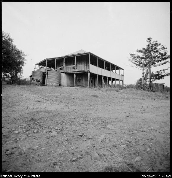 Stacey, Wes (Wesley), 1941- Two storey Queenslander-type timber house, Ravenswood, Queensland, ca. 1970 [picture]