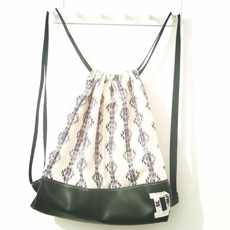 #rucksack #turnbeutel #loewenliebes #backpack #schwarzweiß #blackandwhite #monogramm #monogrammed #drawstringbag #nähen #sewing #ichnähmirdieweltwiesiemirgefällt #nähenistwiezaubernkönnen #nähenmachtglücklich #sewingmakesmehappy