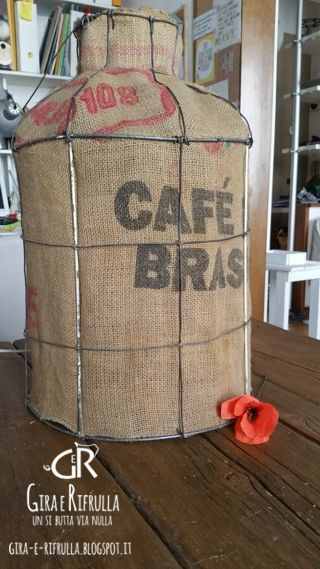 Gira e Rifrulla: A lampshade makeover : LATTAIO  #handmade #lampshade #diy #homedecor #reuse
