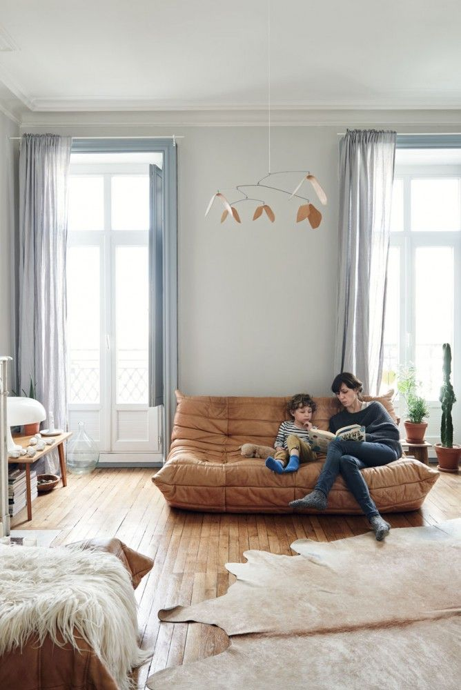 Salon cocooning dans cet intérieur Vintage aux tendances Kinfolk  home-tour-vintage-kinfolk-canapé-salon-mademoiselle-claudine