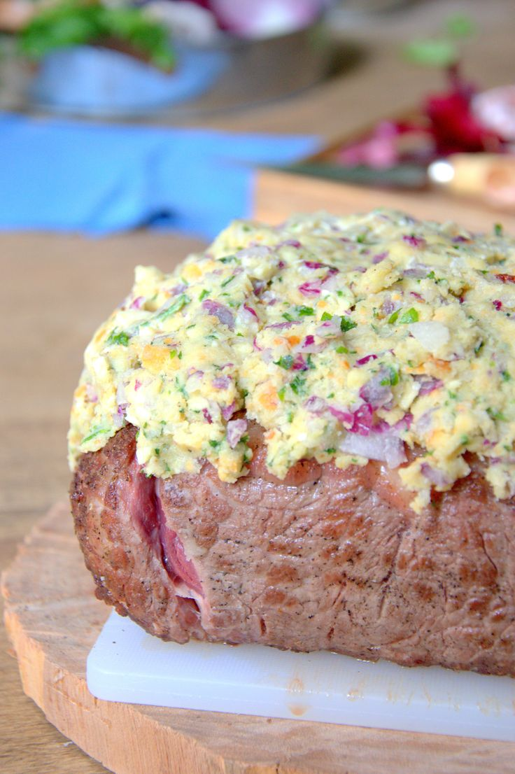 Esta cobertura para asar carnes es genial. Pan, queso, ajo aromáticas...aprende como hacerla.