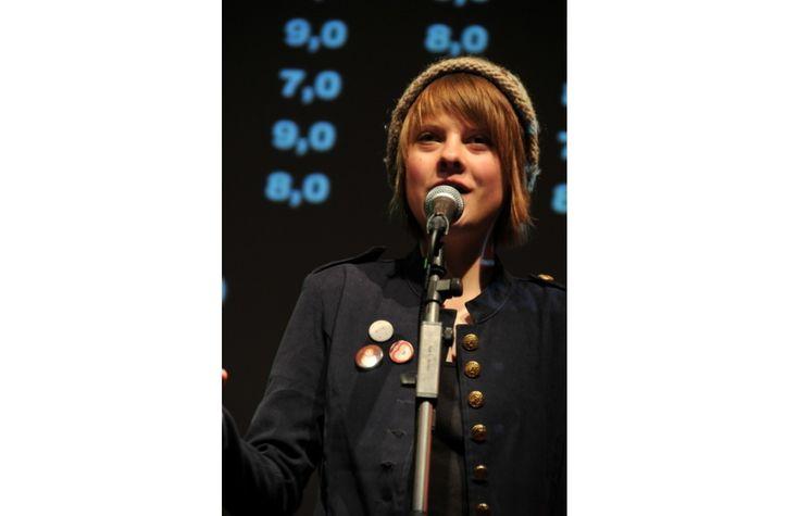 PoetrySlamKünstlerin Theresa Hahl liest in der