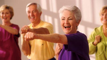 L'attività fisica può prevenire l'invecchiamento e curare traumi cerebrali o deficit visivi. Basta una camminata al giorno. Lo rivela uno studio italiano.