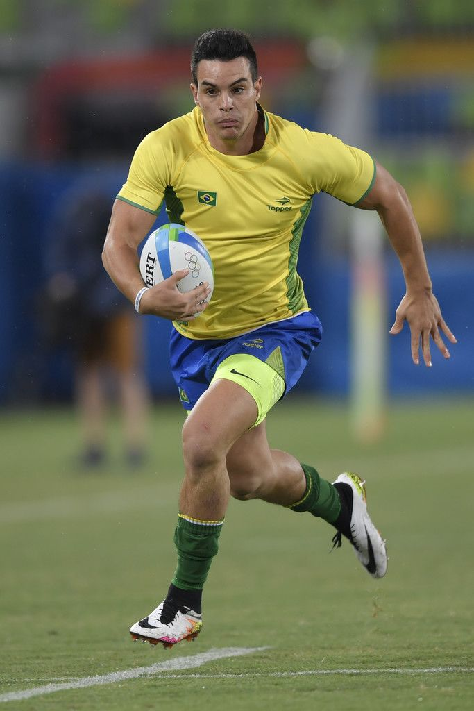 Brazil's Daniel Sancery scores a try in the mens rugby sevens match between USA and Brazil during the Rio 2016 Olympic Games at Deodoro Stadium in Rio de Janeiro on August 10, 2016. / AFP / PHILIPPE LOPEZ