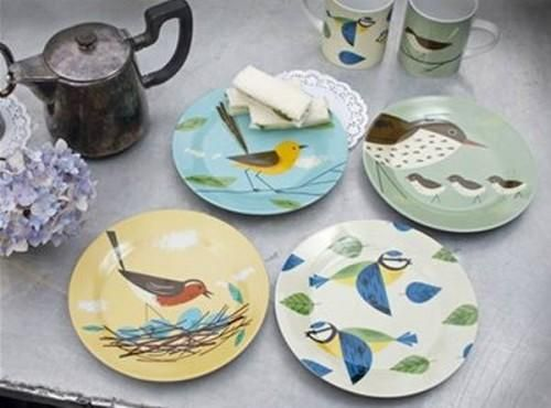 Interior design - stop summer with colorful tableware