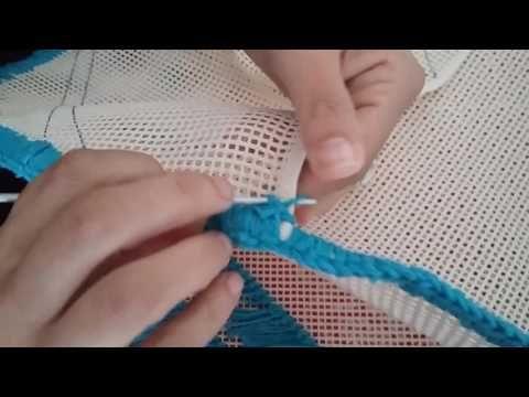 Tapete amarradinho feito de retalhos de malha,muito fácil e rápido de fazer. Visitem meu blog http://pintura-e-artesanato.blogspot.com.br/